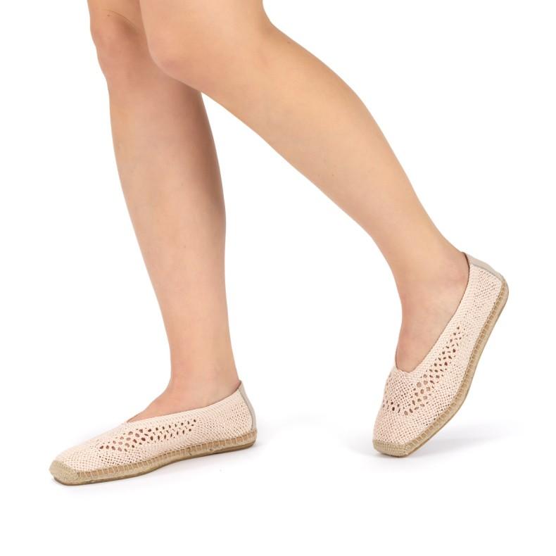 Sandalias amarillas con plumas
