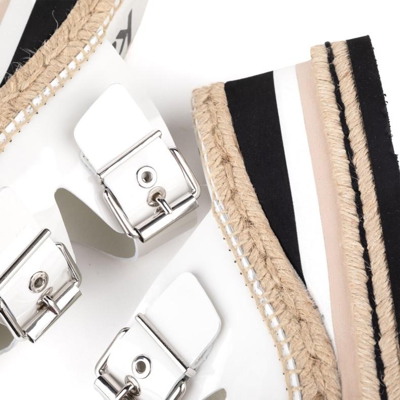 Sandalias con cuña verdes