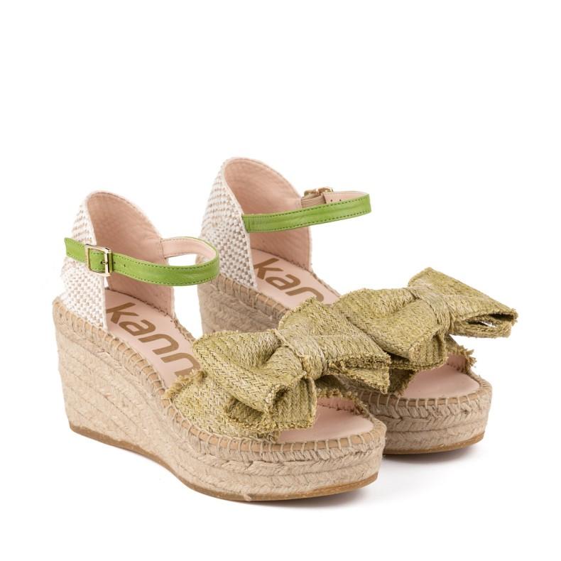 Sandalias azules corte laser